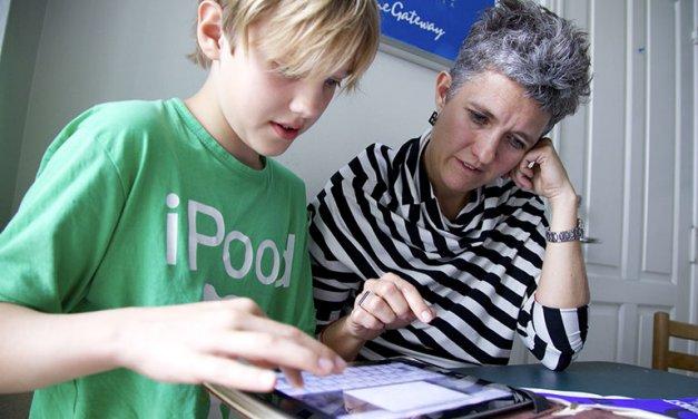 Lær dit barn at blive en kritisk mediebruger