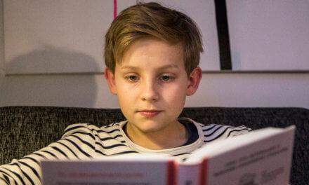 Eksperternes 7 råd: Sådan får du dit barn til at læse mere
