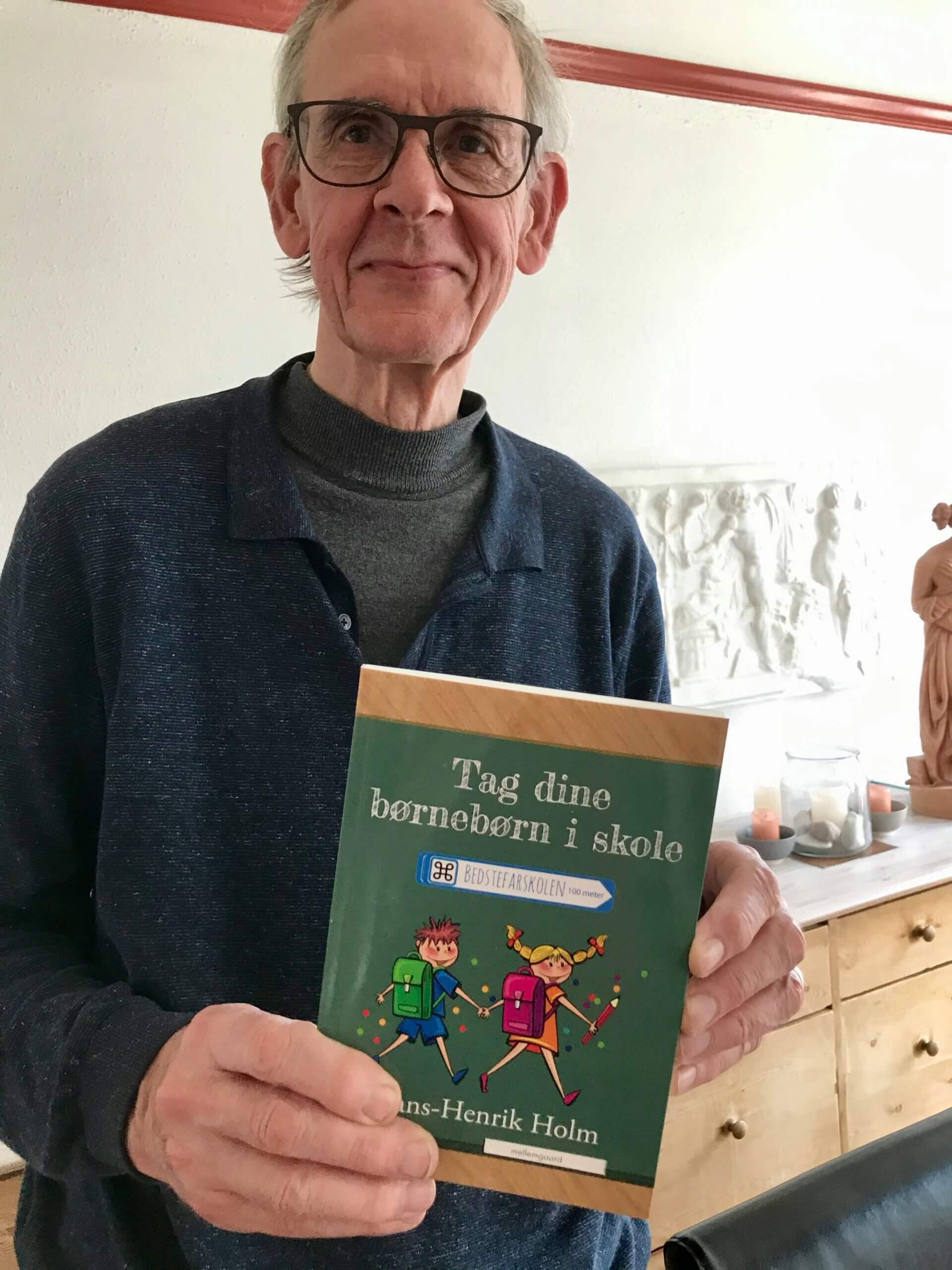 Bedstefar med bog